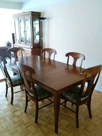 Solid maple table and chairs Brossard, J4W 1N2