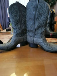 pair of black leather cowboy boots Round Rock, 78664