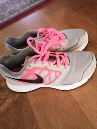 Nike running shoes for girl size 3.5 Markham, L3T 5L5