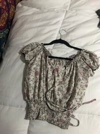 cute top from the black market, small/xs  Halifax, B3M 3P9