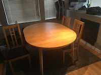 Dining table & Chairs Vancouver, V5M
