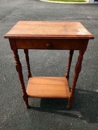 Solid wood end table with drawer Chesapeake, 23320