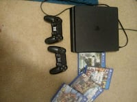 Ps4(2 controllers and 4 games Hedgesville, 25427