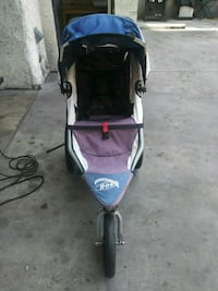 baby's black and gray jogging stroller Los Angeles, 91405