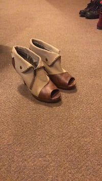 Brown-and-gray leather peep-toe heeled shoes