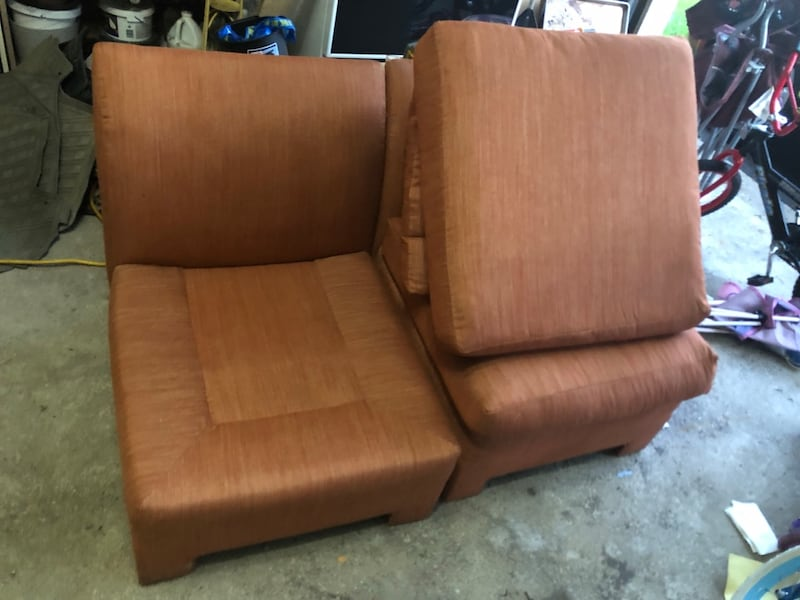 A set of two couches, Couches, sofa bec13dcd-0739-40e3-a7a3-b6693f72cc92