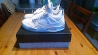 pair of white Nike basketball shoes with box Toronto, M1E 3E4