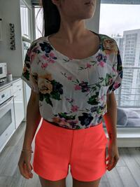 Floral Top Size XS Vancouver, V6B 6G1