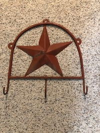 Metal star can be used in entry or mud room. Edgewood, 41017