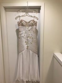Beautiful Jovina dress size 12 Hamilton, L8J 0H8