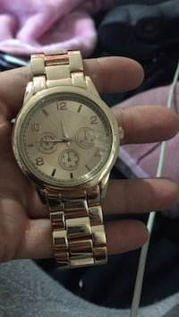 round silver-colored chronograph watch with link bracelet Windsor, N8X 4M3