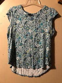 women's white and black floral blouse Douglasville, 30135