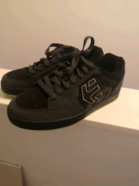 Skateboarding etnies originally 100  Maple Ridge, V2W 2E3