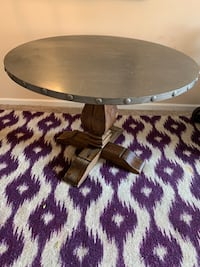Wood round table Brentwood, 37027
