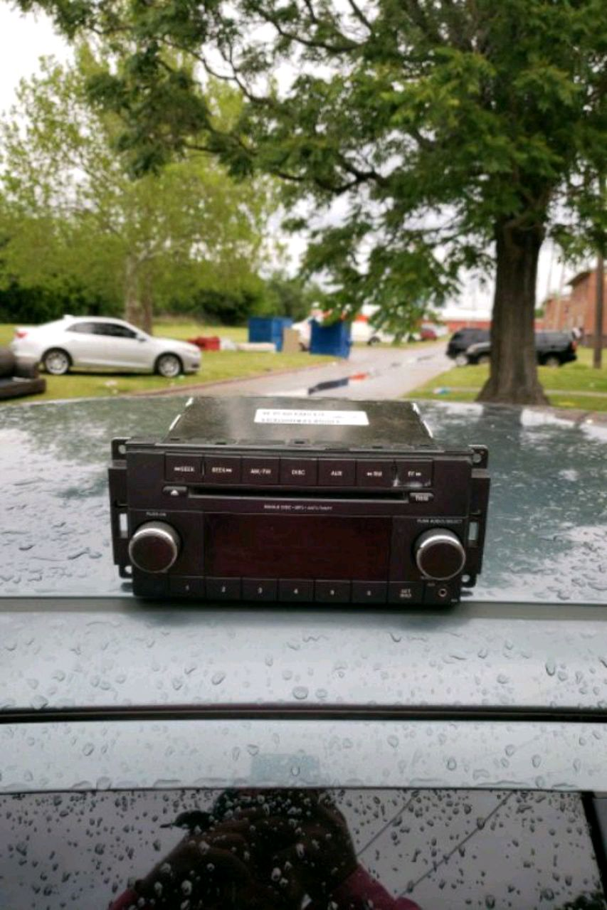 Photo 06 Chrysler 300 radio.... works fine... just decided to go aftermarket