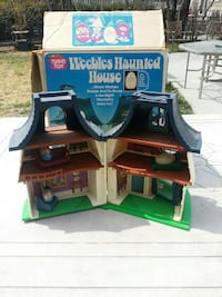 Weebles haunted house plastic toy and box