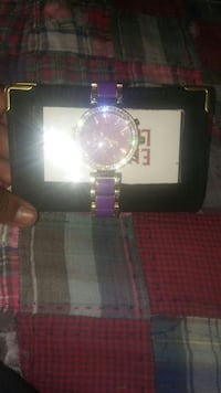 Two brand new Outlets and a watch give me an offer Bakersfield, 93306