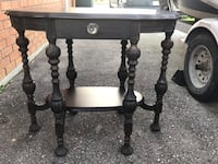 Accent table , N0E 1Z0