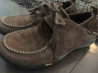 As new ~ Cushe mens size 11 leather shoes  ~ retailed $200+