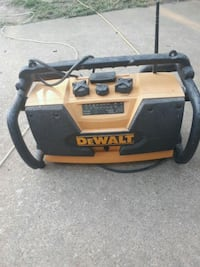 Dewalt radio and battery charger  Kansas City, 64117