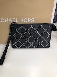 Authentic Michael Kors wristlet- new Pickering, L1V 5N2