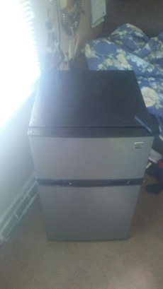 Kenmore mini fridge/freezer