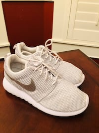 Adult Nike Sneakers. Size 7 Houston, 77003