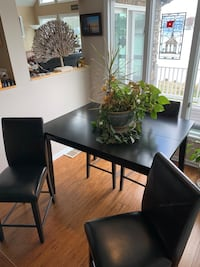 Black High Top Table and 4 Leather Chairs Annapolis, 21122