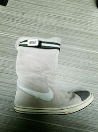 7.5 Nike boots