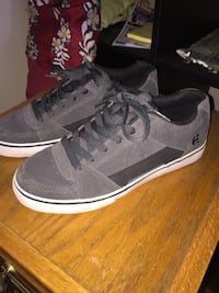 [or best offer] Etnies - low top skate shoes size: 9 Abbotsford, V2S 4M2