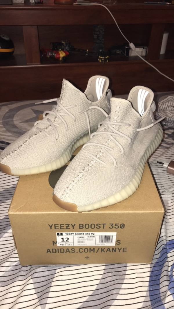 17b1f4a4ab4 •Pair of Yeezy Boost 350 V2
