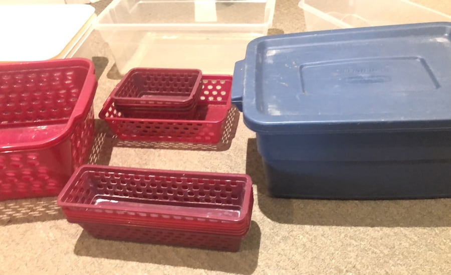 Plastic bins a0c76152-fc2c-4bb9-be6c-027cd4418f00
