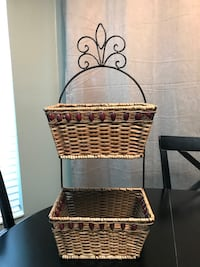 Double tier basket LOOKING TO MOVE THESE ITEMS. MAKE ME A REASONABLE OFFER. CROSS POSTED.  Land O Lakes, 34639
