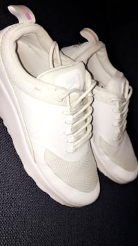 Par hvite nike low-top sneakers Oslo, 1083