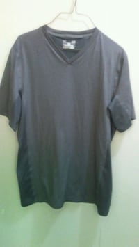Mens large fitted v neck under armour shirt Edmonton, T5E
