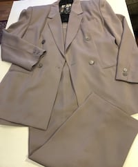 Ladies 3 piece grey suit with silk lining, like new Chicago, 60616