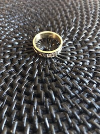 Solid 10k gold ring Size 8 5.3 Grams  Toronto, M6C 2L7
