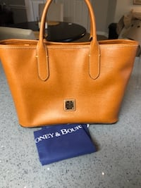 Dooney & Bourke Brielle  CENTREVILLE