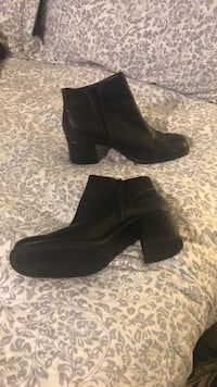 BLACK LEATHER BOOTS WITH CHUNKY HEAL Pico Rivera, 90660