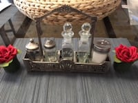 Condiment Service with flowers