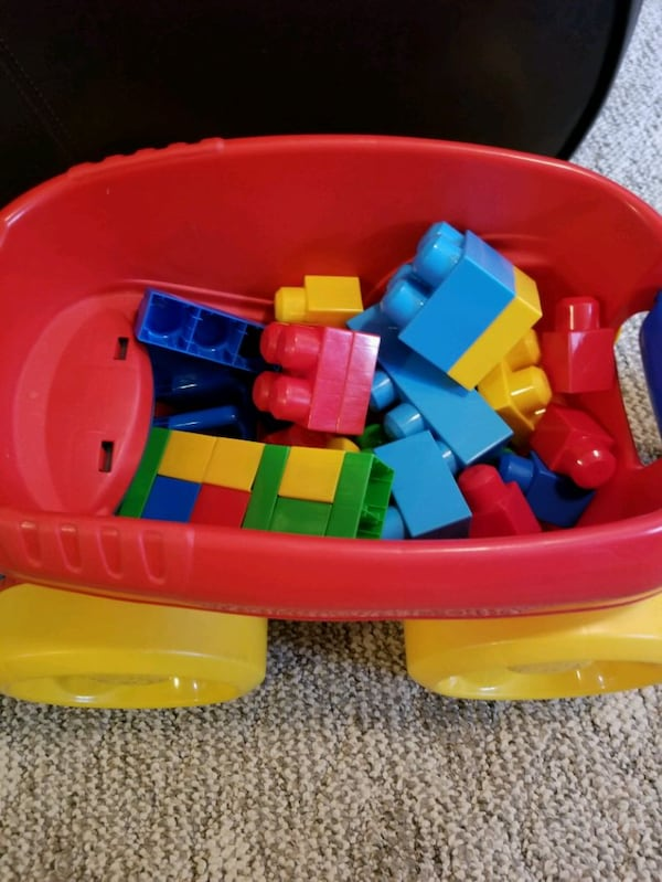 Mega Blocks lego pick up wagon 4c3f259e-650e-4beb-b0a9-305d1be96d32