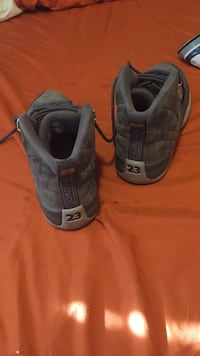 pair of gray Nike Air Max shoes 43 km