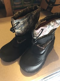 Boys camo snow boots /hunting boots