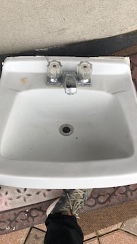 white ceramic sink with faucet Brossard, J4X 2R3