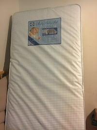 white and gray quilted mattress Alexandria, 22303