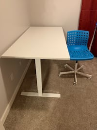 Adjustable sit/stand desk with swivel chair (barely used)  Hyattsville