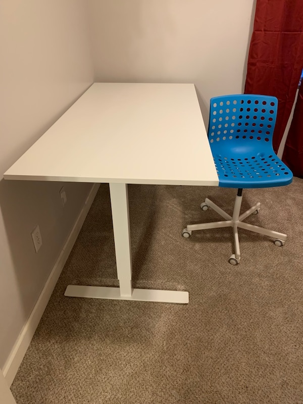 Adjustable sit/stand desk with swivel chair (barely used)
