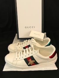 Pair of white Gucci low-top sneakers with box
