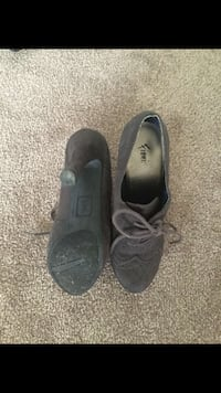 pair of black low-top sneakers London, N6J 3R5