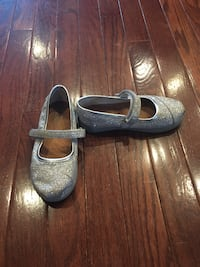 Girls Toms shoes < 1 km